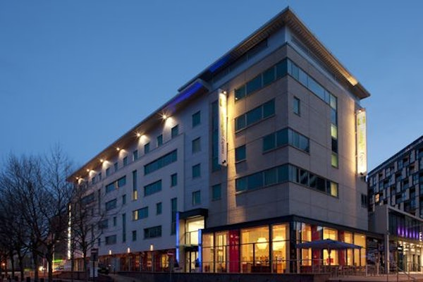 HOLIDAY INN EXPRESS LEEDS ARMOURIES header image